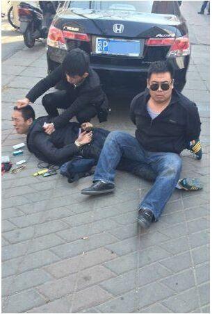 北京3名男子快餐店前交易毒品 被便衣警察抓现行——涉嫌贩卖毒品罪