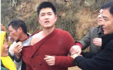 福建平潭一执法人员把村民涉借贷者在其母亲葬礼上打死——涉嫌故意杀人罪、滥用职权罪